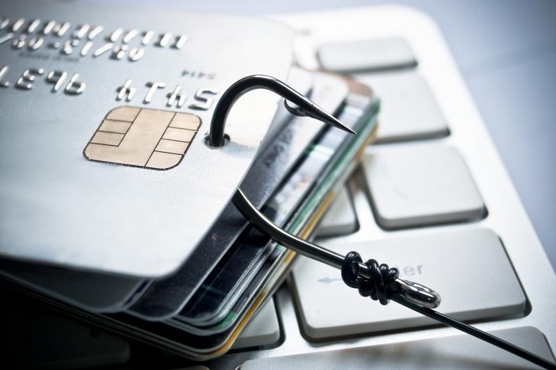 Bluff-vd:ar lurar till sig pengar via hackad e-post
