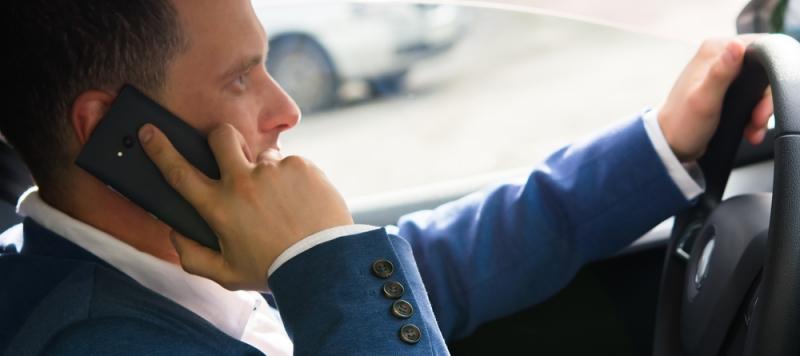 Allt fler använder mobilen när de kör