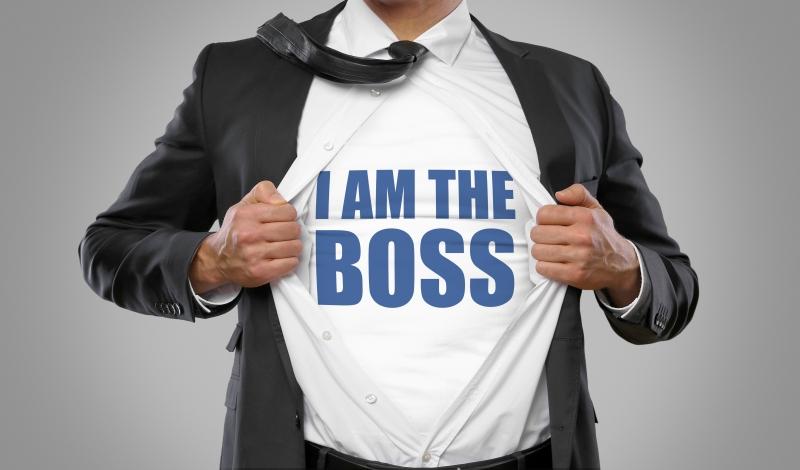 Vita äldre män är svenskarnas bild av en chef