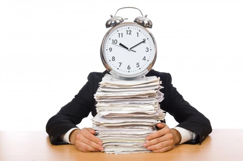 Många företag löser personalbristen med övertid