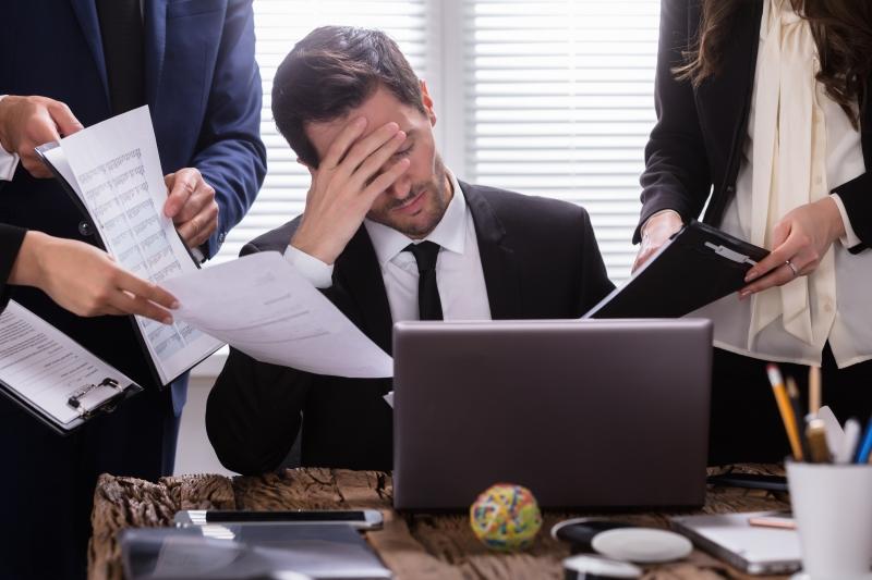 Många tjänstemän hinner inte med sina arbetsuppgifter