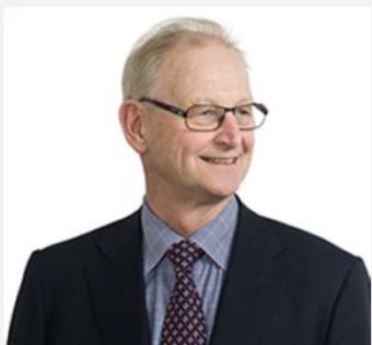 Ulric Rudebeck menar att alla i en ledningsgrupp sitter på två stolar - det egna ansvarsområdet och helheten.