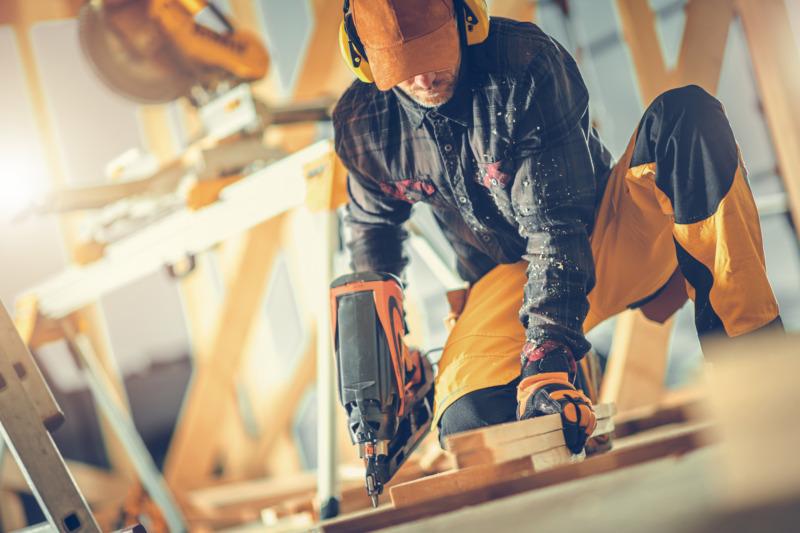 Lönen ökar med examen – men mest för män