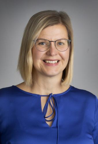 Cecilia Hjelte konstaterar att öppenhet i ledningsgruppen bygger tillit och att det också är viktigt att medlemmarna i ledningsgruppen vågar visa sig sårbara och berätta att de behöver hjälp.