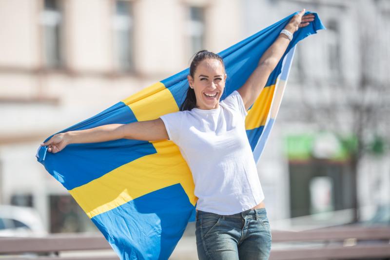 Fler fast i tillfälliga jobb i Sverige än i Norge